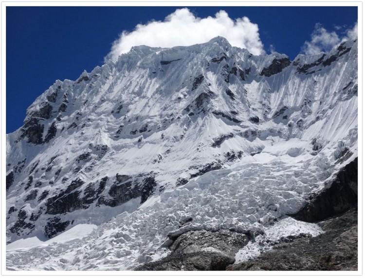 Chacraraju et son sommet Ouest qui culmine à 6112m