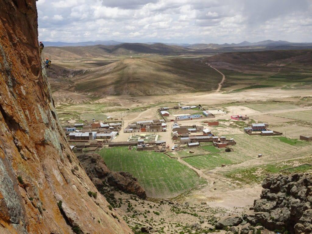 vue sur le village depuis le rocher de Pomani
