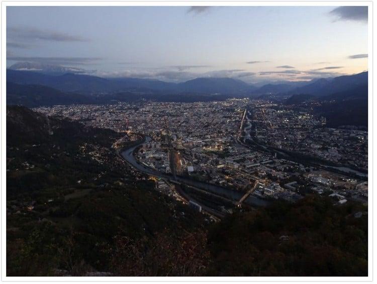 Début de nuit sur Grenoble, les lumières s'allument